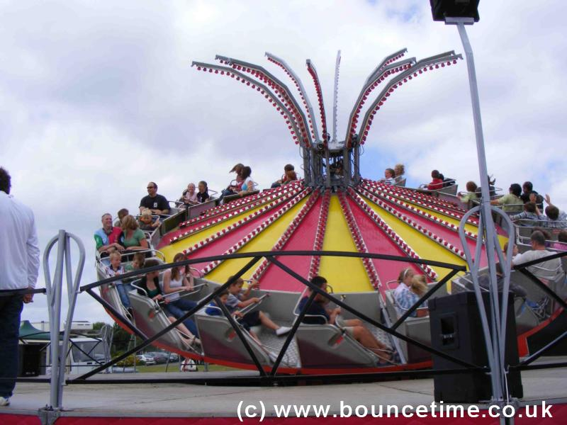 Close Up Tranbant Fun Fair Ride